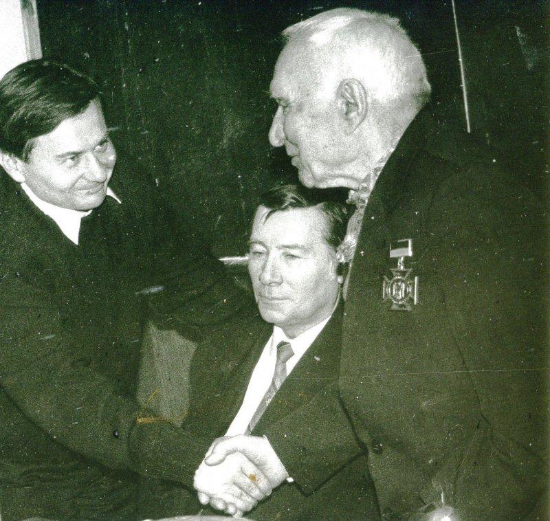 Омельченко Г.М. з журналістом Б. Матющенком. Фото з архіву Чабана М.П.
