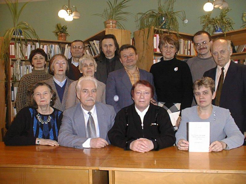 Г.К. Швидько (посередині) серед членів клубу «Ріднокрай»